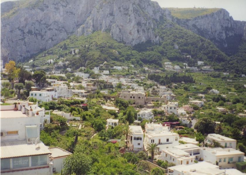 mountainous_town_italy